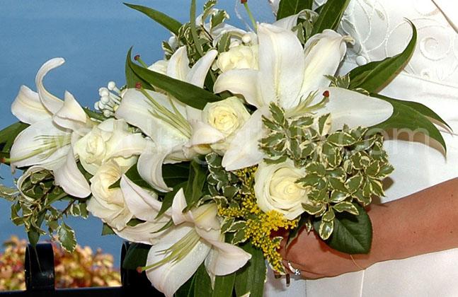 Crescent bouquet zoom for Crescent bouquet